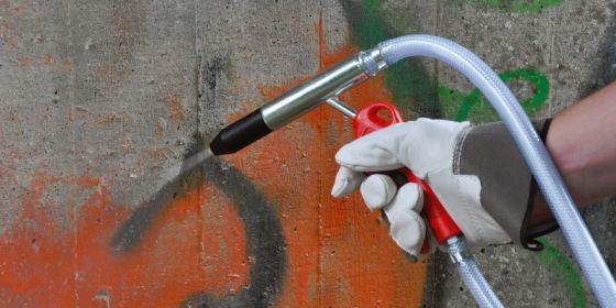 Sodastrahlen gegen Grafitti